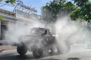 Cận cảnh quy trình quân đội phun khử trùng các tuyến phố Hải Phòng