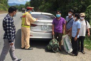 Tài xế ở Đà Nẵng chở khách lên đường tránh bắt xe trốn về Quảng Trị