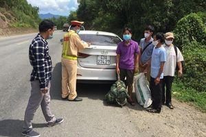 Ô tô nhận chở 4 khách từ Đà Nẵng trên đường trốn về Quảng Trị