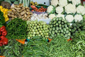 Giá thực phẩm hôm nay ngày 12/8: Thời tiết bất lợi kéo giá rau tiếp tục tăng