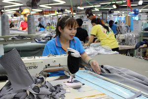 Standard Chartered cung cấp 2,7 triệu USD hỗ trợ May Bắc Giang LGG sản xuất khẩu trang
