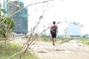 Tấm lòng chàng trai đi bộ khắp đất nước để giúp trẻ em bất hạnh
