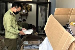 Quảng Nam: Tạm giữ 800 túi xách có dấu hiệu nhập lậu để bán online
