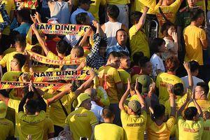 CLB Nam Định bị phạt 15 triệu đồng vì để người hâm mộ cổ vũ phản cảm