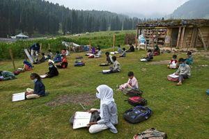 Lớp học ngoài trời trên độ cao 2.700 m ở Ấn Độ