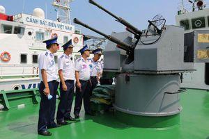 Sờ tận tay mẫu pháo hạm huyền thoại của Hải quân Việt Nam