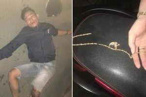 TP.HCM: Tài xế taxi nhanh trí cứu cô gái khỏi tay tên cướp giật