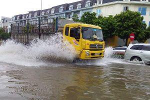 Nhiều đường phố tại TP Hải Dương thành 'sông' sau mưa lớn