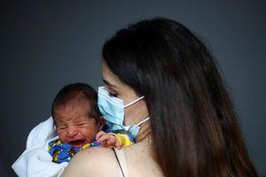 Em bé sinh ra giữa vụ nổ Beirut - 'ánh sáng trong bóng tối'