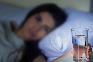 2 vật để cạnh giường khi ngủ quý hơn thuốc bổ