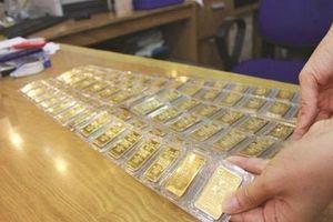 Chuyên gia: Nhà kinh doanh vàng đang đẩy hết rủi ro về phía người mua