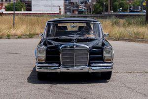 Limousine của Ngoại trưởng Trung Quốc được rao bán