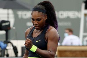 Cổ động viên tìm cách xem Serena thi đấu