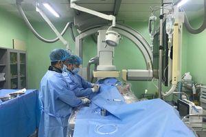 Can thiệp tim mạch cứu sống bệnh nhân ho ra máu 'sét đánh'