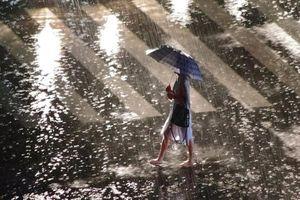 Cảnh ngập lụt ở thủ đô Trung Quốc vì mưa lớn