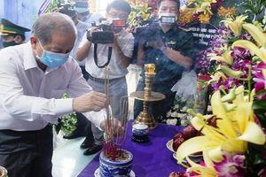Chính quyền và nhân dân Thừa Thiên- Huế dâng hương tiễn biệt cố Tổng Bí thư Lê Khả Phiêu
