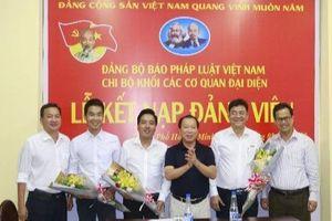Chi bộ Khối Các CQĐD Báo Pháp luật Việt Nam kết nạp 3 đảng viên mới