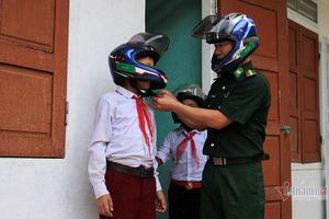 Người cha đặc biệt của hàng trăm học sinh nơi biên giới Nghệ An