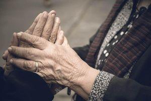 Ấm mối tình già