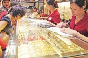 Giá vàng thế giới tăng nhẹ, biên độ mua - bán trong nước vẫn rộng