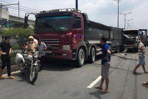 TP.HCM: Cầu vượt Thủ Đức bị phong tỏa hơn 2h vì tai nạn liên hoàn