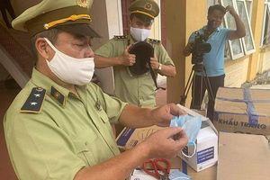 Hà Tĩnh: Bắt giữ xe tải chở 390.000 khẩu trang y tế và gần 1.000 mũ bảo hiểm không rõ nguồn gốc