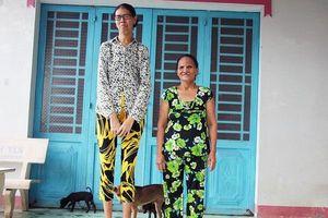 Thiếu nữ miền Tây khổ vì cao tới 2m, mong có sức khỏe để đỡ đần mẹ