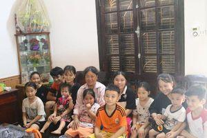 Cảm phục người đàn bà không chồng 20 năm làm mẹ chăm lo cho đàn con ở làng trẻ SOS