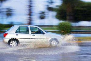Di chuyển an toàn khi trời mưa, ô tô cần trang bị những công nghệ gì?