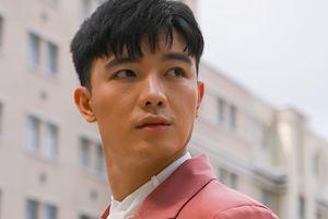 Diện vest hồng lịch lãm, diễn viên trẻ Bi Max 'đốn tim' fan với thần thái và nhan sắc 'cực phẩm'