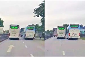 Kinh hãi cảnh 2 xe khách chèn ép nhau trên quốc lộ 1A