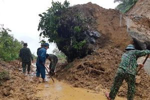 Đồn Biên phòng Nậm Chẩy giải tỏa cô lập cho thôn Lao Chải bị sạt lở đá