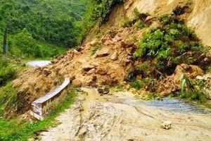Mưa lớn gây sạt lở, ách tắc nhiều tuyến đường ở Lào Cai