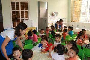 Khen thưởng giáo viên tại Nghệ An: Mỗi nơi một kiểu