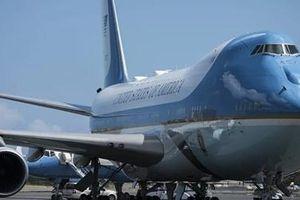 Chuyên cơ chở Tổng thống Mỹ suýt va chạm máy bay không người lái
