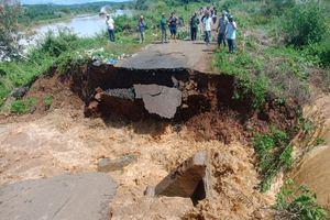 Đắk Lắk: Mưa lớn, ngập nhà dân, nhiều tuyến đường sạt lở