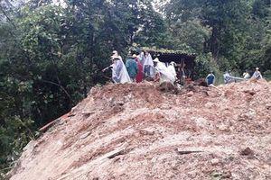 Đất đá sạt lở vùi lấp một gia đình 4 người ở thị xã Sa Pa
