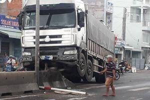 Tin giao thông sáng 19/8: Liên tiếp tai nạn xe tải, xe container, 2 người chết