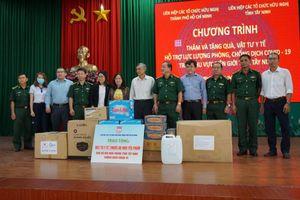 Liên hiệp các tổ chức Hữu nghị tỉnh Tây Ninh và TP. Hồ Chí Minh hỗ trợ Bộ đội Biên phòng chống dịch COVID-19