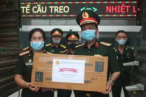 Trao trang bị y tế tặng Quân đội nhân dân Lào phòng, chống dịch Covid-19