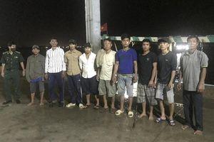 9 thuyền viên bị nạn trên biển đã vào bờ an toàn