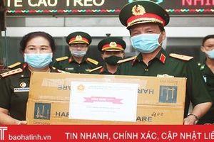 Quân khu 4 tặng gói vật tư, thiết bị y tế hơn 1 tỷ đồng giúp quân đội Lào phòng chống dịch