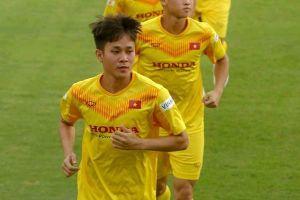 Cầu thủ HAGL ghi bàn trong trận đấu tập của U22 Việt Nam