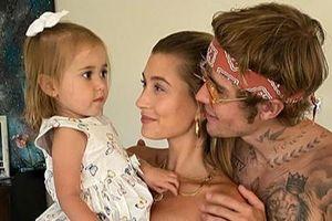 Vợ chồng Justin Bieber đón sinh nhật 2 tuổi của em gái cùng cha khác mẹ
