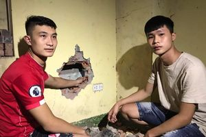 Nữ sinh khai bỏ con trai 2,2kg mới sinh qua cửa sổ tầng 3 xuống khe tường khu nhà trọ do khủng hoảng