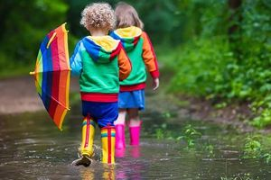 4 bệnh xuất hiện vào mùa mưa ở trẻ và cách phòng tránh hiệu quả