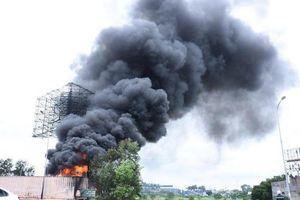 Hải Phòng: Hai xe tec chở xăng dầu bốc cháy thiêu rụi cả kho bãi