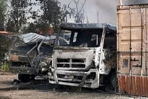 Hải Phòng: Cháy lớn tại kho xăng dầu, 2 xe chở dầu bị thiêu rụi hoàn toàn