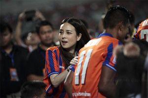 Bà Pang tài trợ cho LĐBĐ Thái Lan nửa triệu USD