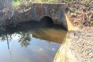 Chơi bên hồ nước sát nhà, 2 chị em ruột bị đuối nước thương tâm